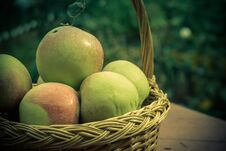 Free Apples In A Basket Royalty Free Stock Photo - 123648125