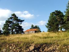 Free House On The Hill Royalty Free Stock Photography - 1245487