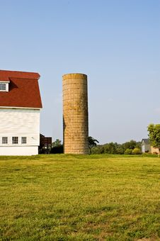 Barn With Gambrel Roof And Silo Stock Images