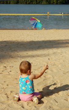 Free Baby On The Summer Beach Royalty Free Stock Image - 1253316