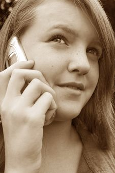 Free Teenage Girl Using Cellphone Stock Photography - 1256202