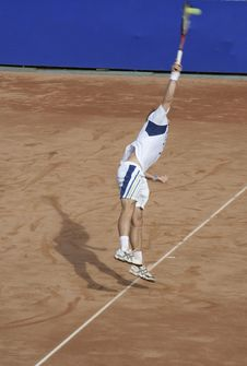 Free Tennis Man Serving The Ball V Stock Photos - 1258313