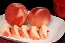Free Whole And Sliced White Peaches On A White Plate Stock Photo - 1265390