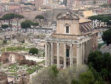 Free Antonino E Faustina Temple Royalty Free Stock Image - 1266836