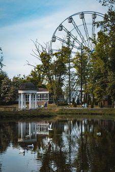 Free Black Ferris Wheel Near Body Of Water Royalty Free Stock Images - 126175889