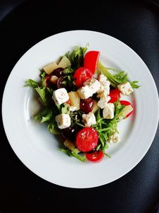 Free Vegetable Salad On White Ceramic Plate Royalty Free Stock Photography - 126176377