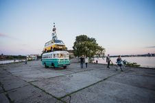 Free White And Teal Van Surrounded With People Royalty Free Stock Images - 126176379
