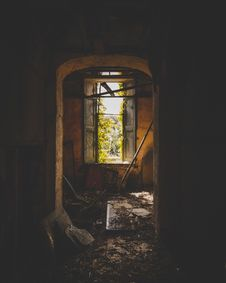 Free Inside Of An Abandoned Building Royalty Free Stock Photos - 126176388