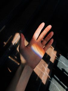 Free Left Person S Palm Near Brown Metal Panel Stock Photos - 126176853