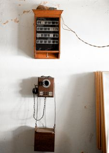 Free Vintage Brown Wooden Crank Phone Stock Image - 126176891