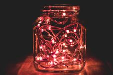 Free Red String Lights On Clear Mason Har Royalty Free Stock Photos - 126177248