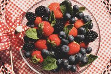 Free Strawberries And Blueberries On Glass Bowl Stock Photography - 126177502