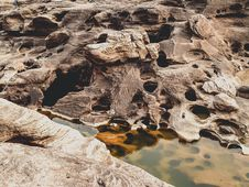 Free Close-up Photo Of Brown Rocks Beside Body Of Water Stock Photo - 126177600