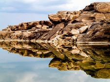 Free Rock Formation Mirrored By Water Royalty Free Stock Images - 126177749