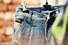 Free Selective Focus Photography Of Blue Denim Bottoms Hanged On Gray Metal Hanger Royalty Free Stock Photography - 126178267