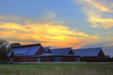 Free Photo Of Barn Near Grass Field During Golden Hour Royalty Free Stock Images - 126178279