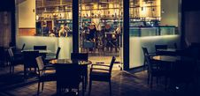 Free 5-piece Dining Set Outside Store Front Royalty Free Stock Photos - 126178328