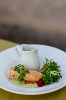 Free Salmon With Green Vegetable Toppings On White Ceramic Plate Royalty Free Stock Photo - 126179045