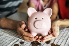 Free Person Holding Pink Piggy Coin Bank Royalty Free Stock Photos - 126179168