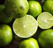 Free Close-Up Photography Of Sliced Lime Royalty Free Stock Image - 126179236