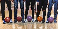Free Five Man Standing Bowling Balls Stock Photos - 126179293