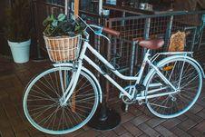 Free White City Bike Royalty Free Stock Images - 126179449