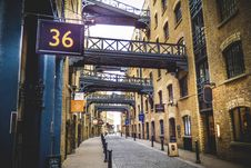 Free Empty Alleyway Royalty Free Stock Photo - 126180245