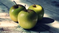 Free Close-Up Photography Of Three Green Apples Royalty Free Stock Photo - 126180395