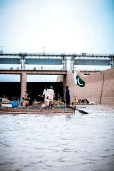 Free People Riding On Boat With Pakistan Flag Stock Photography - 126180512