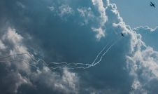 Free Photo Of Planes Performing Aerobatics Stock Images - 126180634