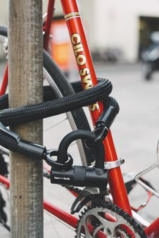 Free Red Bicycle With Black Lex-lock Cable Royalty Free Stock Images - 126182169