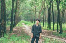 Free Man Wearing Black Sports Shirt Standing Between Trees Royalty Free Stock Images - 126182239