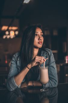 Free Woman Leaning On Table Having A Drink Royalty Free Stock Image - 126183016