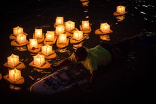 Free Man Rides On Surfboard Near Paper Lanterns On Body Of Water During Nighttime Royalty Free Stock Photos - 126183218