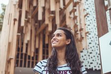 Free Woman Wearing White And Black Striped T-shirt Smiling Posing For Photo Royalty Free Stock Photo - 126183345
