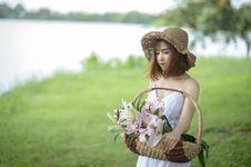 Free Woman In White Spaghetti Dress Holding Basket Royalty Free Stock Photo - 126183815