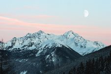 Free Snowy Mountain Royalty Free Stock Images - 126184169