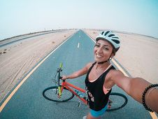 Free Woman Holding Bicycle On Asphalt Road Royalty Free Stock Photography - 126184247