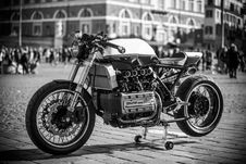 Free Grayscale Photography Of Classic Motorcycle Royalty Free Stock Photo - 126184625