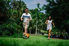 Free Man And Woman Running Near Green Leaf Trees Photo Royalty Free Stock Images - 126184659