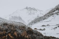 Free Photo Of Snow Covered Mountain Near Forest Royalty Free Stock Photography - 126184867