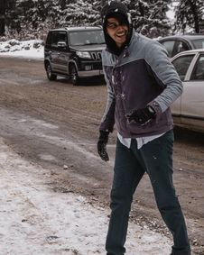 Free Man In Winter Jacket Laughing Near Cars Royalty Free Stock Photos - 126184968