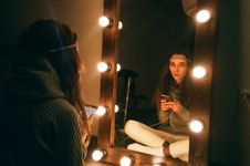 Free Woman Sitting In Front Of Vanity Mirror Royalty Free Stock Photography - 126185127
