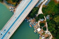 Free Aerial Photo Photography Of Vehicle Passing Through The Bridge Royalty Free Stock Photo - 126185155