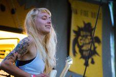 Free Woman Wearing White Tank Top Playing White Electric Guitar Royalty Free Stock Photo - 126185385