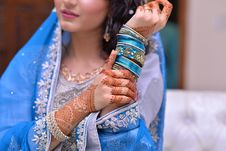 Free Woman Wearing Blue Traditional Indian Dress And Silk Thread Bangles Royalty Free Stock Photography - 126185567