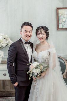 Free Man Wearing Black Suit Beside Woman Wearing Wedding Dress Standing Inside Room Stock Images - 126185754