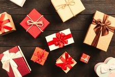 Free Wrapped Gift Boxes With Ribbons On Table Royalty Free Stock Photos - 126185968