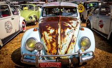 Free White Volkswagen Beetle Coupe Parked Stock Photo - 126186030