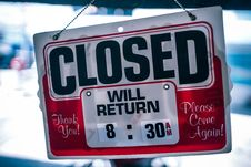 Free Closed Signage In Shallow Focus Photography Royalty Free Stock Image - 126186706